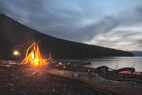 雲と焚火と湖と(あと斧)