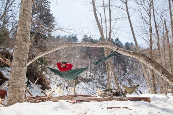 冬の山奥でハンモック野営