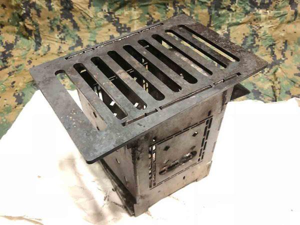 災害時用バッグ_ウッドストーブ_firebox_鉄板も入れてる