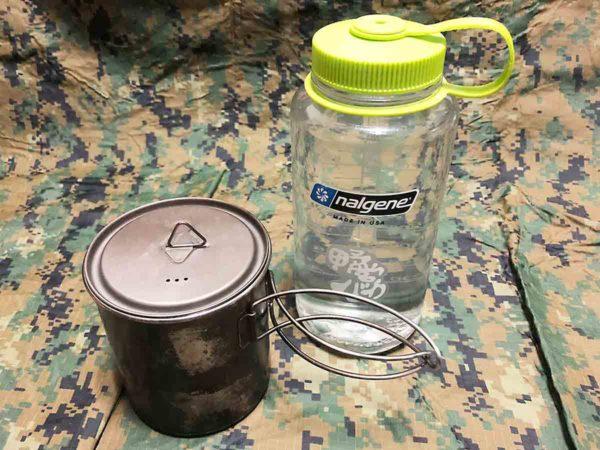 災害時用バッグ_クッカーとナルゲン(水筒)2