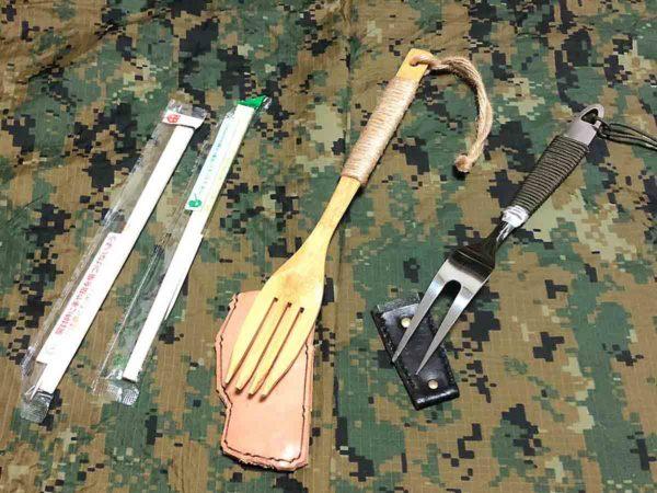 災害時用バッグ_フォークと割り箸