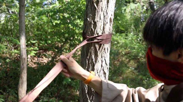 BUSHMEN_ハンモック ZEN ULTRALIGHT_ツリーストラップを木に巻き付けます