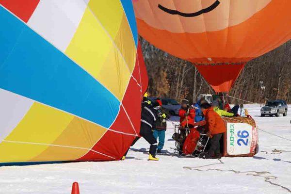 タウシュベツ川橋梁旅_2日目_気球を膨らませているところ