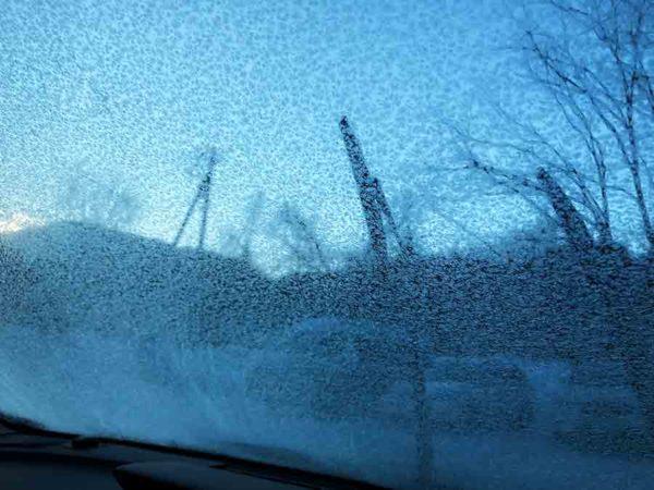タウシュベツ川橋梁旅_2日目_そりゃ車の窓もガリガリに凍りつきますわ…