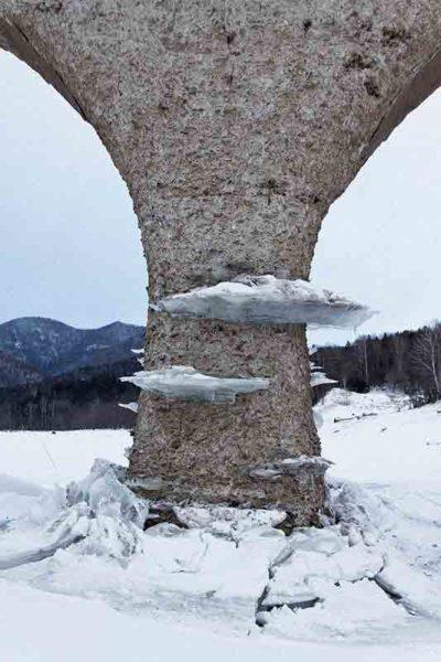タウシュベツ川橋梁旅_2日目_タウシュベツ川橋梁につく氷