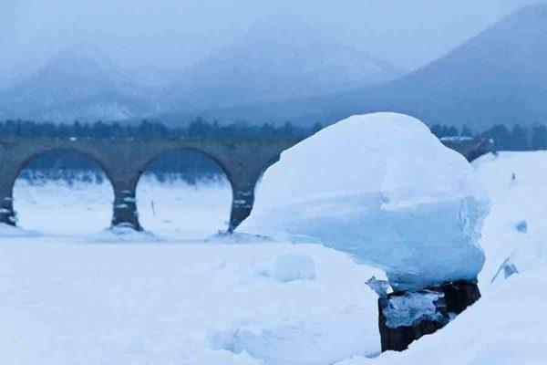 タウシュベツ川橋梁旅_2日目_キノコ氷と橋梁