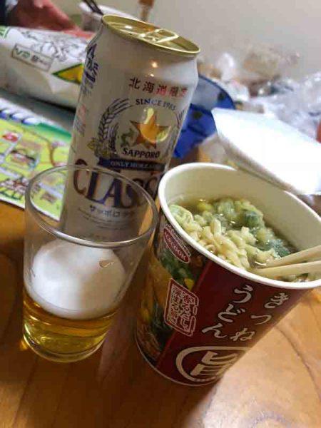 タウシュベツ川橋梁旅_2日目_宿に戻っての夕食はカップ麺のみ