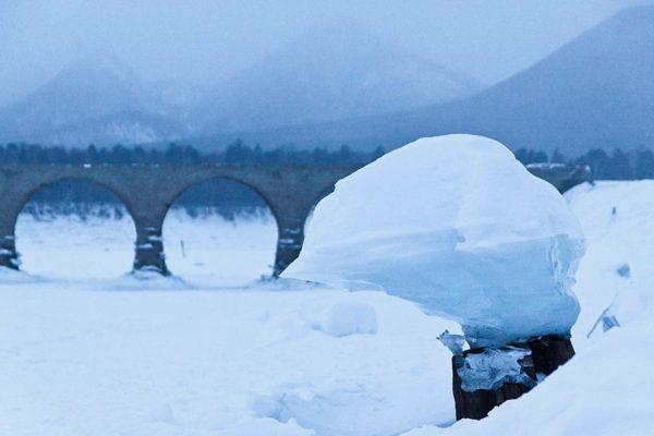 タウシュベツ川橋梁_写真集_2019_冬_キノコ氷と橋梁